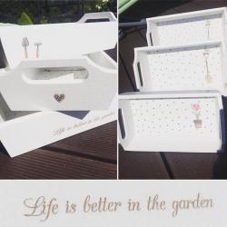 białe tace ogrodowe