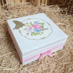 Białe pudełko na prezent